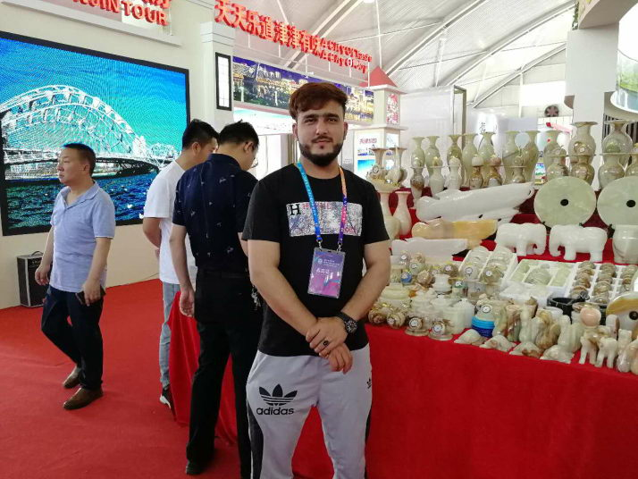 Syed Razzaq Shah from Pakistan brings jade to a tourism product exhibition in Jiayuguan, in Gansu Province on June 20 (WANG HAIRONG)