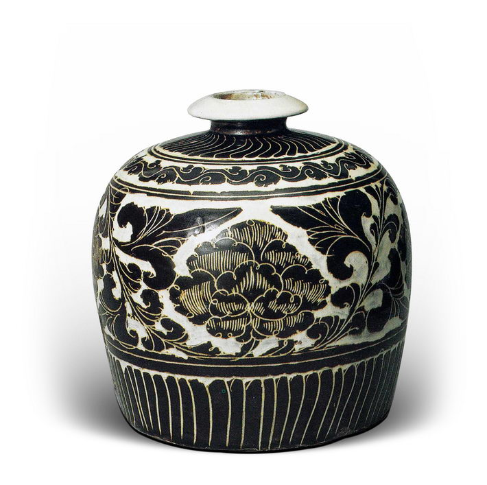 A jar with carved designs from the Cizhou Kiln, dating back to the Song Dynasty (960-1279), 20.5cm in height.