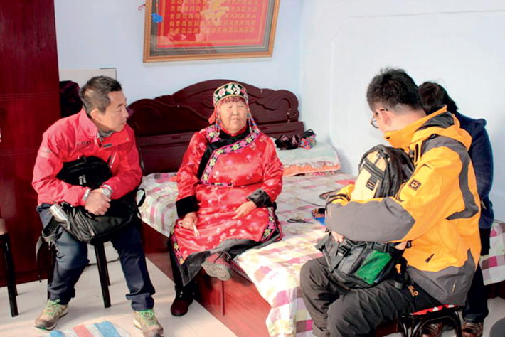 October 29, 2014: Crew of Around China—Homesickness, a 100-episode documentary series produced by China Central Television (CCTV), while they shoot in Exiang County in Heihe City, Heilongjiang Province.  IC
