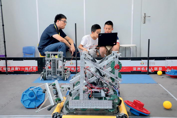 August 26, 2018: Two kids write code to make their robots move, in Hangzhou. Lego's high-speed growth in China in recent years can be largely attributed to its non-traditional businesses such as Lego Education. IC