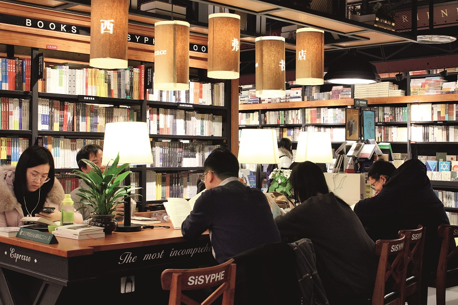 Beijing's 8th SiSPHE bookstore opened at Xizhimen Capitaland Mall in February 2017. Built with red bricks set off with black metal lines and wood radiating natural gentle color, the design enables readers to relax in its cultural ambiance. VCG