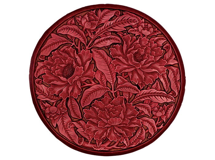 A red plate with peony patterns of the Ming Dynasty (1368-1644), housed in the Palace Museum.