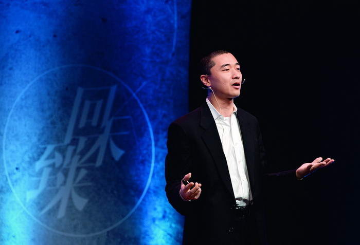 Ken Liu delivered a speech at the opening ceremony of the Nebula Awards on November 1, 2014. Xinhua