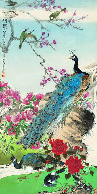 The painting, Competing for Beauty, depicts peacocks in spring. Its painter Jiang Ping used Western techniques when painting the peacocks' feathers.