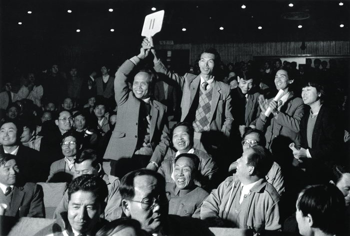 On the afternoon of December 1, 1987, the municipal government of Shenzhen held a land usage rights auction, at which Luo Jinxing (who held the No.11 auction paddle), manager of Shenzhen Real Estate Company, successfully bid for a 8,588-square-meter land plot for residential use, with a term of 50 years.