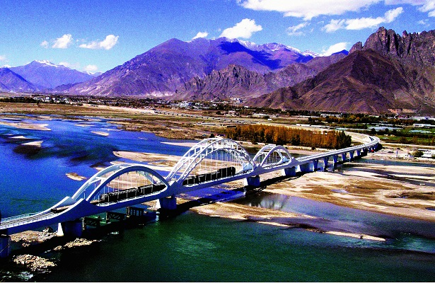 The Lhasa River Bridge is a landmark project of the Qinghai-Tibet Railway. When it was completed in 2005, the bridge won the Lu Ban Prize, the highest prize for a Chinese architectural project. CFB