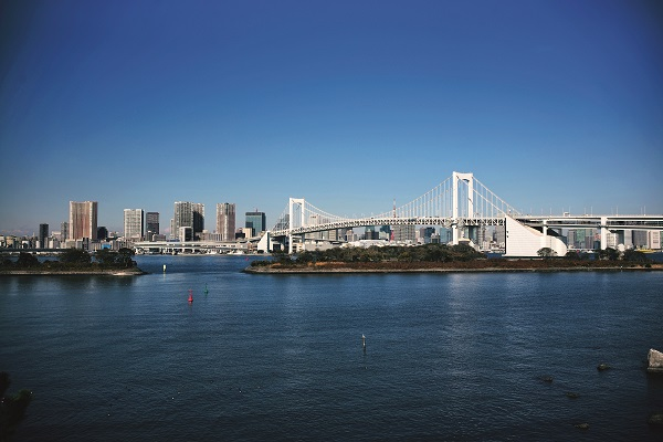 The Rainbow Bridge is a suspension bridge crossing the northern Tokyo Bay. by Wang Yuncong