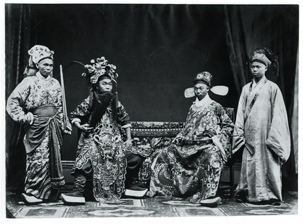 A photo of theatrical performance taken by a foreign photographer in the early 20th century